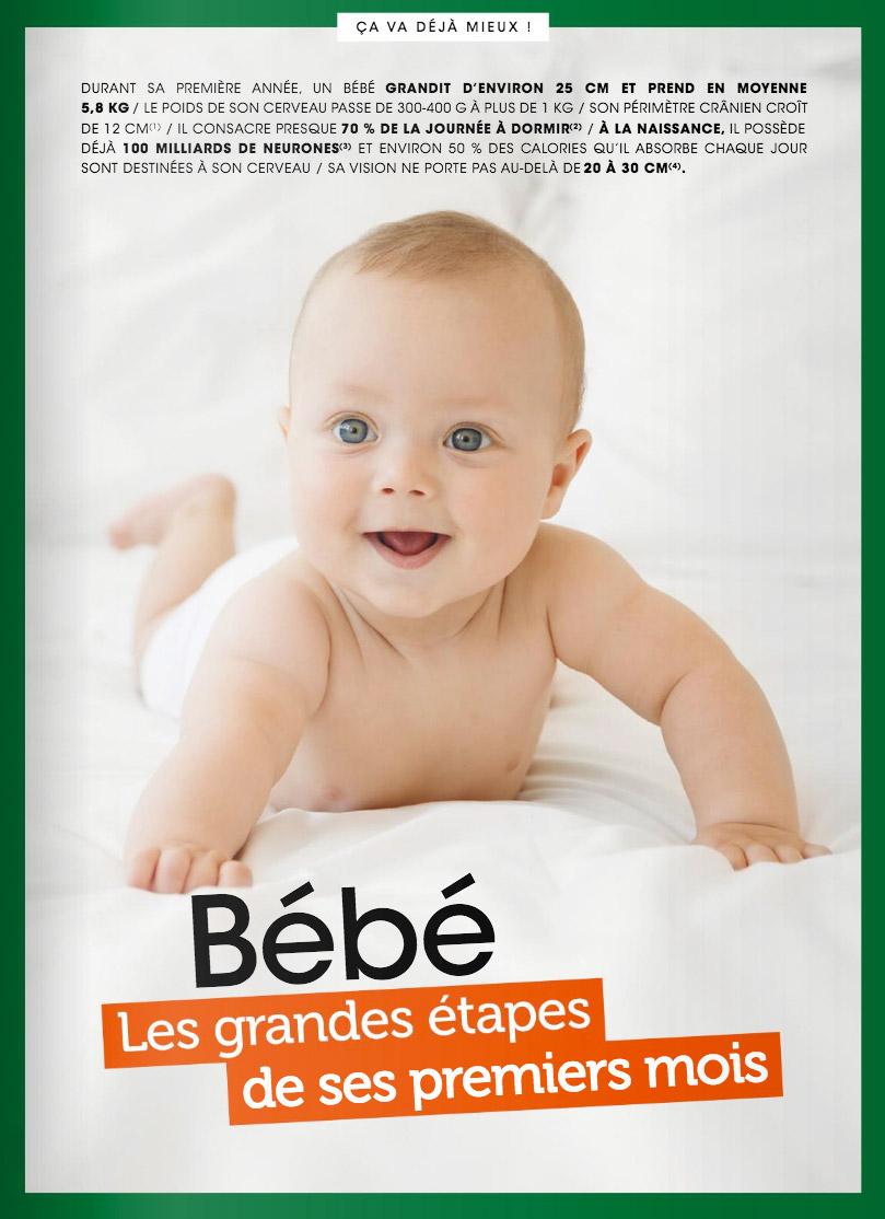 Bébé souriant allongé sur un lit pour le Magazine du Pharmacien par Lisa Tichané, photographe éditorial bébé