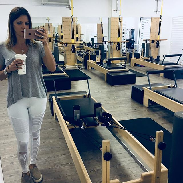 Saturday mornings are for Pilates, @bulletproof coffee and @aloyoga leggings!! So, here I am... planning my attack! 🤫🤣💪🏻☕️🧘🏼♀️ . . . . . . #flexpilatessa #flexpilates #pilates #pilatesbody #pilatesflow #pilatesreformer #pilatescardio #reformerpilates #pilateslovers #pilatesinstructor #pilatesteacher #love #saturday #fitness #exercise #coffee #bulletproof #bulletproofcoffee #doitforyourcore #doitforyou
