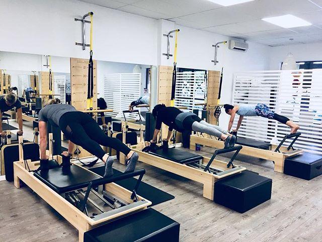 What does your 7:30am look like? @kristen.bassett pushed these lovely ladies this morning and they loved every minute of it... Maybe!! 😉😂 . . . . . . . . #flexpilatessa #flexpilates #pilates #pilatesreformer #reformerpilates #pilatesteacher #pilatestorture #pilatesinstructor #fitness #health #wellness #doitforyourcore #doitforyou #motivation #strongisthenewskinny