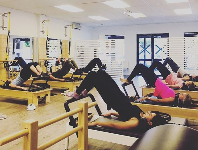 Happy Hump Day!! 🍑 Lifting those bums one little pulse at a time!! 🍑 We may have a condensed winter schedule but we are STILL OPEN! 🎉🎉 NO EXCUSES!! . . . . . . . . #flexpilatessa #flexpilates #pilates #pilatesteacher #pilatestorture #pilatesreformer #pilatesinstructor #happyhumpday #core #workout #doitforyourcore #doitforyou #strongisthenewskinny #balance #winterwarmer #winter #warmup