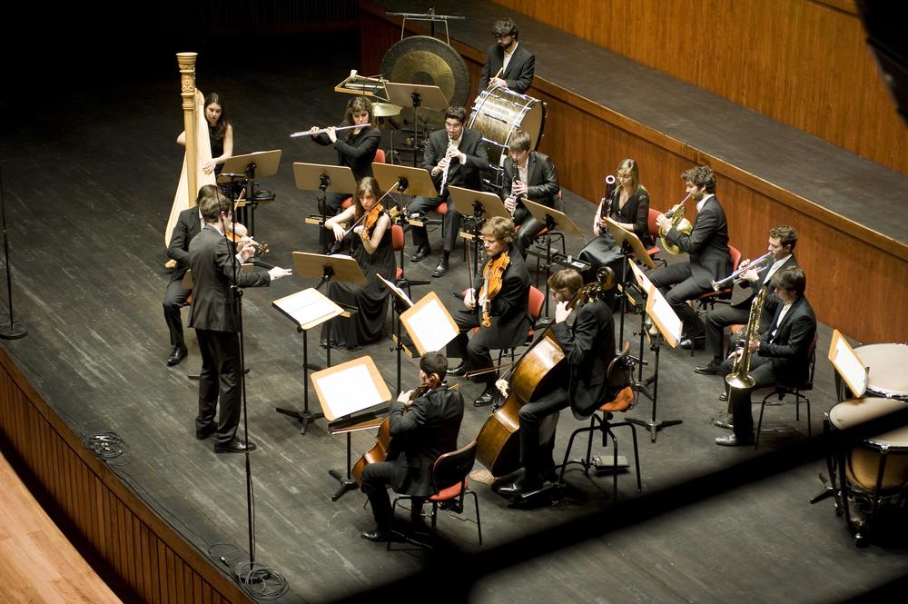 Orquestra XXI a interpretar a versão de Iain Farrington da 1ª Sinfonia de Mahler na reabertura do Grande Auditório da Fundação Calouste Gulbenkian, em Fevereiro de 2014 (c) Márcia Lessa