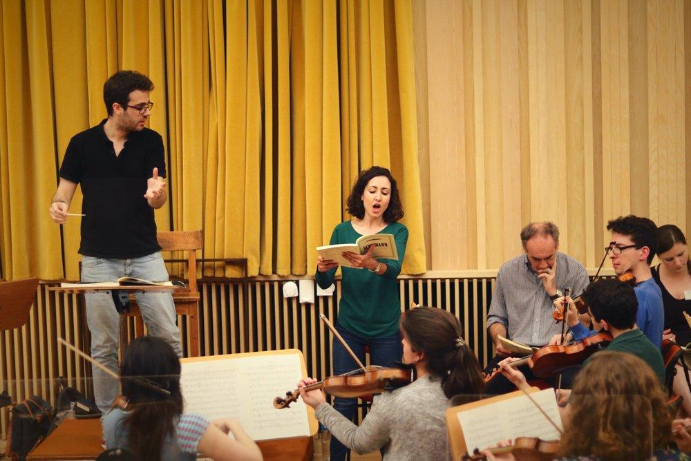 Sónia Grané a ensaiar Das Paradies und die Peri