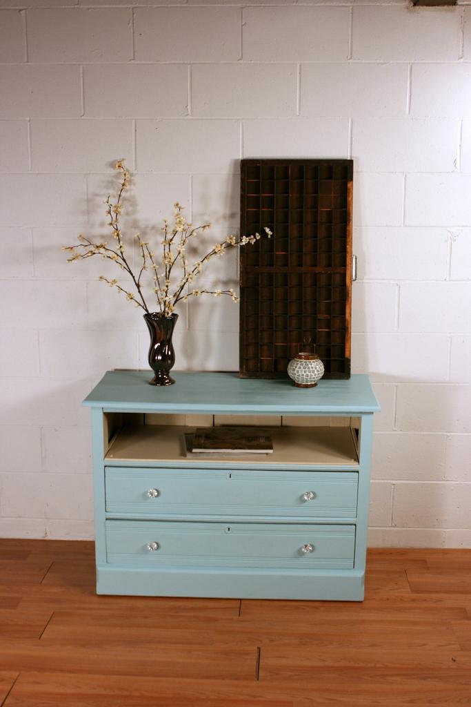 Blue Ground Dresser