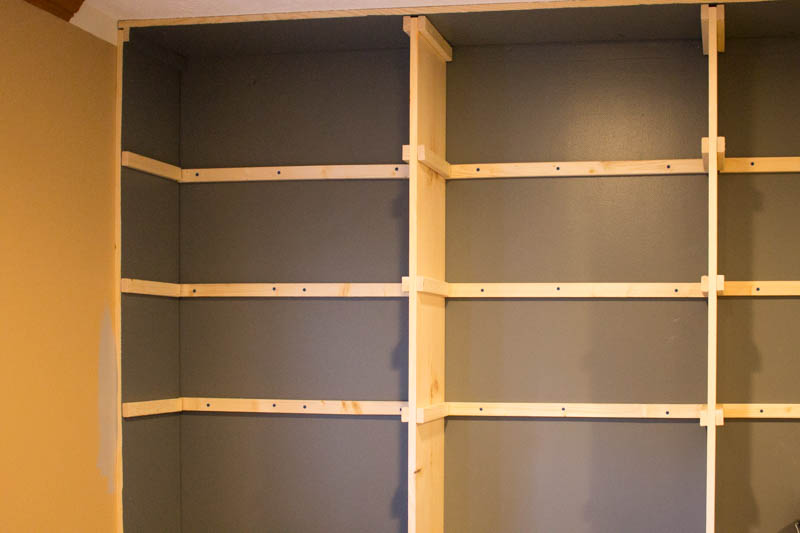 building builtin shelves -5.jpg