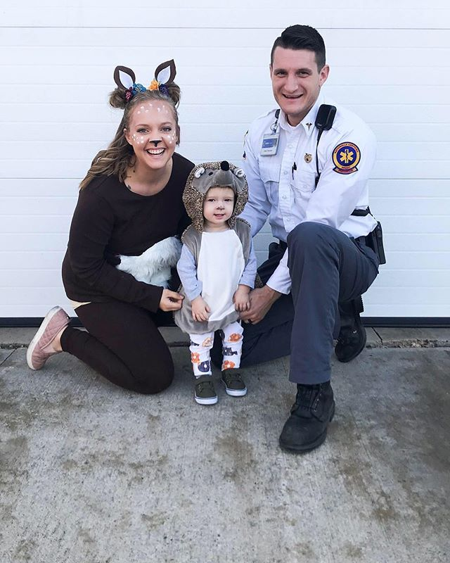 Happiest of Halloween's to you all!! I hope you all hand tons of fun trick or treating! We had no trick or treaters so that means I can eat the candy right?! 🤷🏼♀️ — We were a hedgehog, a deer, and a paramedic. Originally, my husband was a gnome, but work own and the uniform it is. 🤣 What did you all dress up as? Do you all coordinate or is everyone in the family something different? • • • • • #imagesbygabrielle #engagementphotographer #engagementphotos #weddingphotographer #minnesotaphotographer #minnesotaweddingphotographer #travelingphotographer #bridetobe #brideandgroom #weddingseason #southerminnesotabride #mnbride #familyphotography #minnesotafamilyphotographer #happyhalloween #familygoals #howardtribe