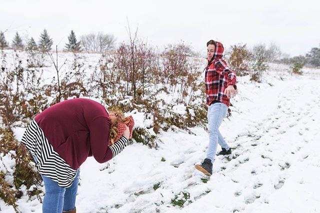 Snowball fight anyone?! ❄️ ❄️ ❄️ ⛄️ @selena_with_pentangles @visitowatonna  #imagesbygabrielle #minnesotaphotographer #minnesotafamilyphotographer #familyphotographer #mnphotographer #Photographer #clinkinmoms #childhoodphotographer #familyphoto #lifestylephotographer #travelingphotographer #cameramama #visitowatonna #polarvortex #minnesotaweather #winterphotography #owatonnamn #onlyinmn #boldnorth