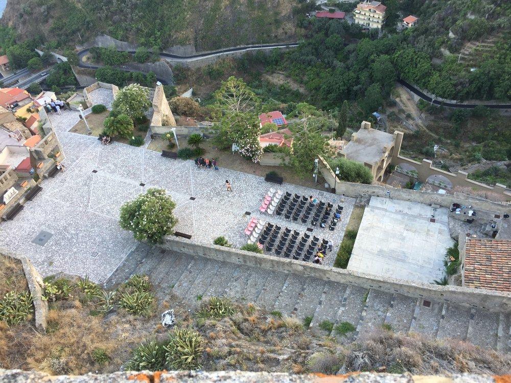 The stage is set for the final Sicilian performance of 2016 at the Castello Rufo Ruffo in Scaletta Zanclea