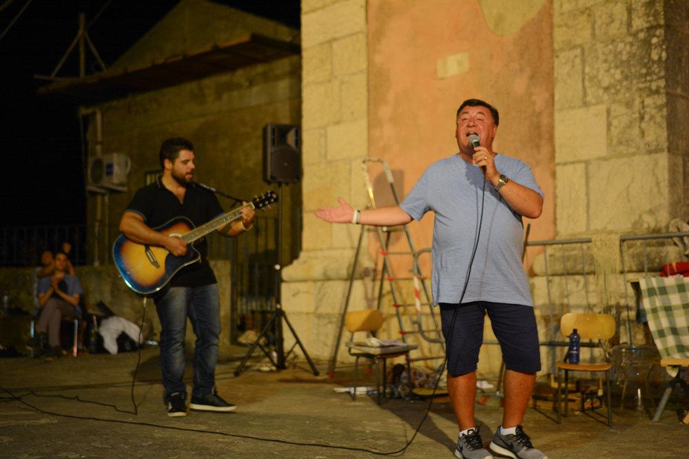 Ross Zagami accompanied by Giuseppe Ferrera  Photo by Placido Carbone