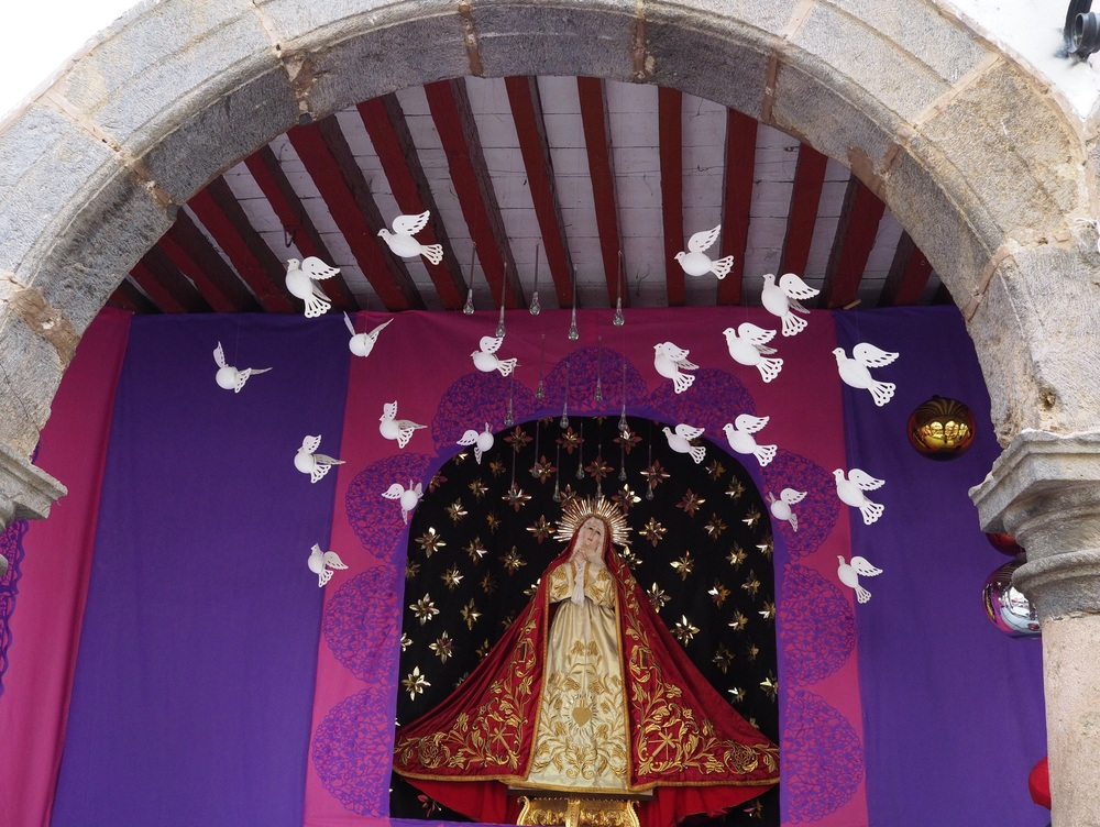 We noticed many altars set up in Pátzcuaro