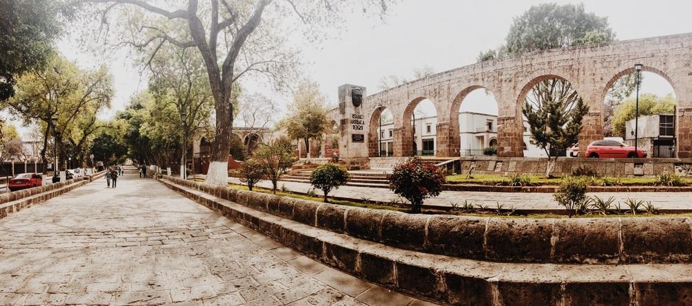 Morelia's sprawling aqueduct