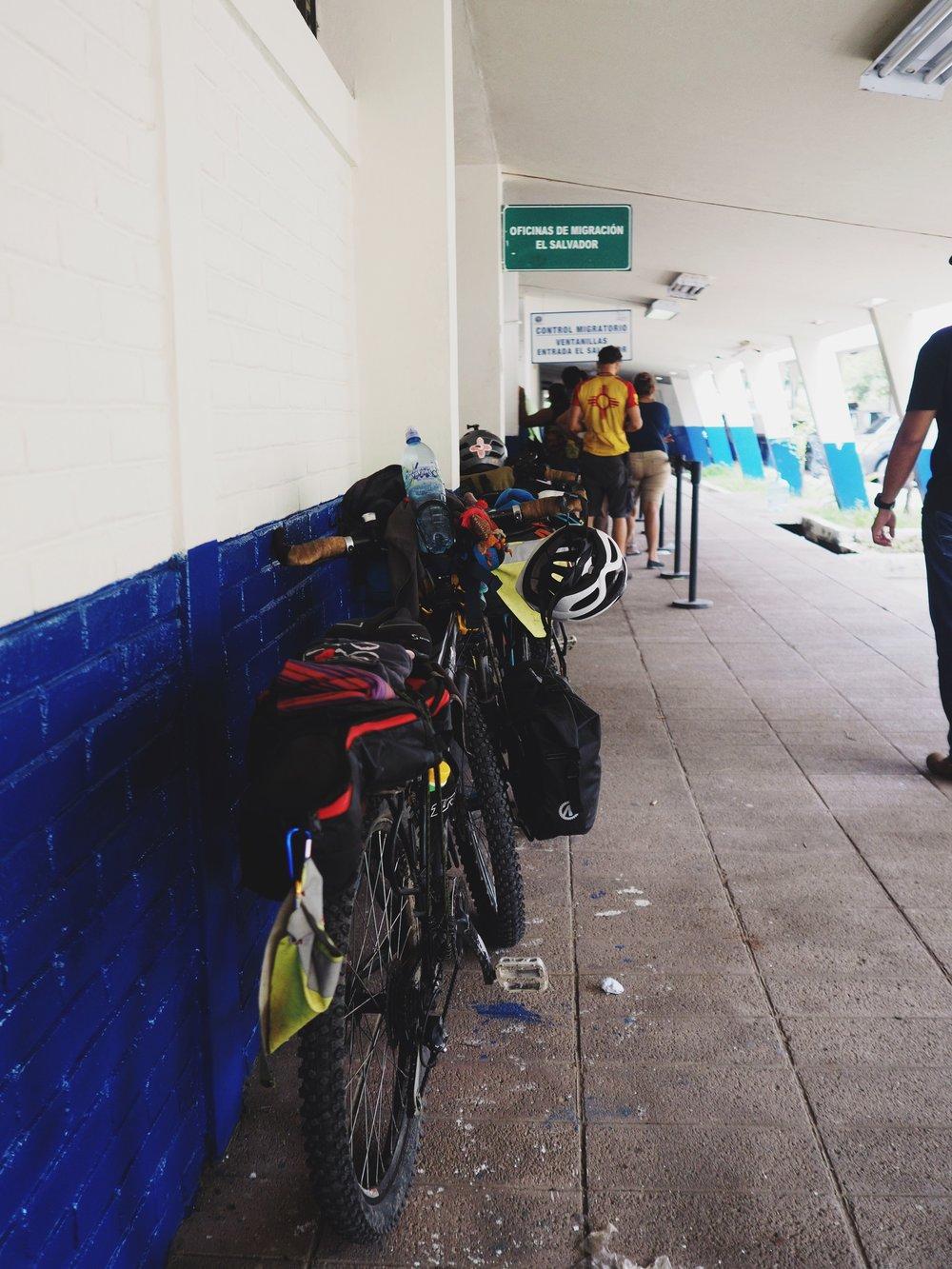 Customs at the El Salvador border