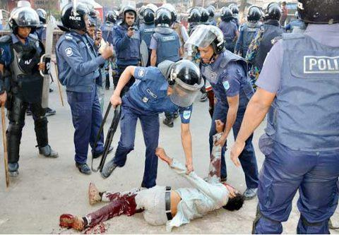 injured-man-being-kicked-by-police-photo-by-protibadi-musafir.jpg