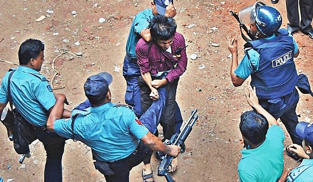 awami-police-brutalize-protester-in-bangladesh-photo-by-protibadi-musafir1.jpg