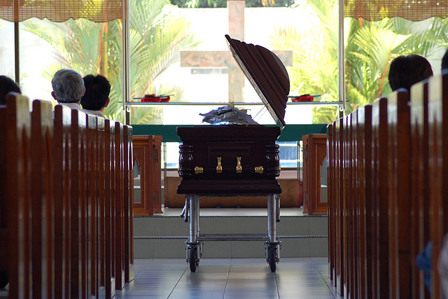 funeral-coffin-photo-by-jinwang.jpg