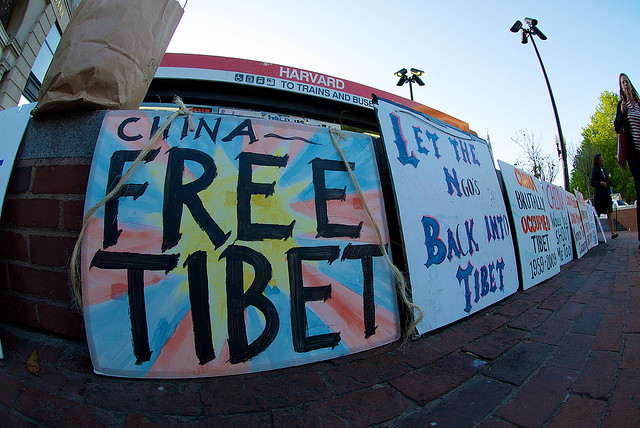 free-tibet-signs-litter-harvard-square-cambridge-mass-photo-by-evan-finn.jpg