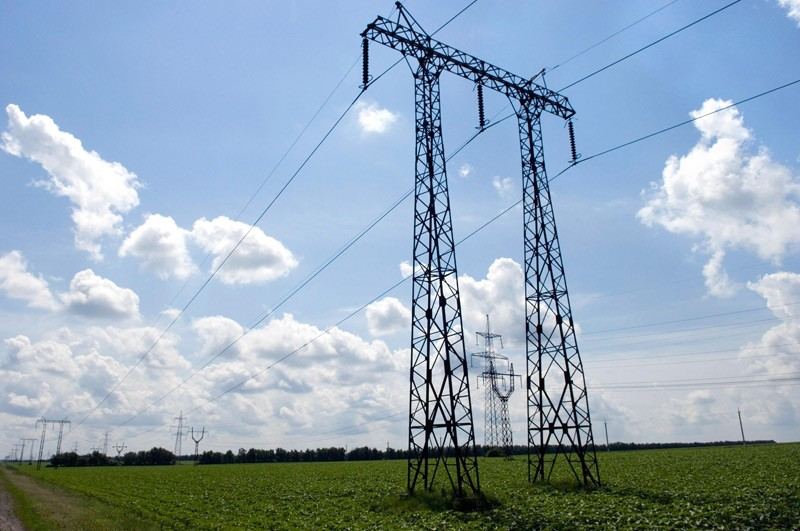 electricity-transmission-photo-courtesy-of-wikimedia-commons.jpg
