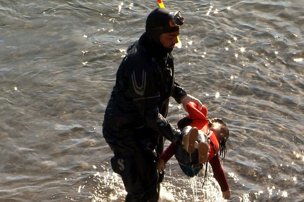 Syrian Refugee Drowned Baby Girl off the coast of Greece, Photo Courtesy of Notimix