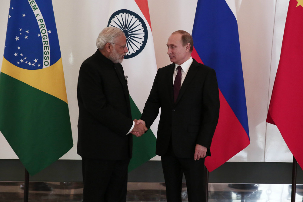 Russian President Vladimir Putin (R) and Indian Prime Minister Narendra Modi (L) at G20 2015, Antalya, Turkey, Photo Ahmet Bolat - Anadolu Agency