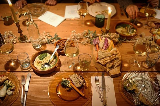 Fareground Dinner 004 // Wild Oat Hollow // First course . . #farmtotable #farmtofork #local #berkeley #carbonfarming #farmfresh #organic #dinner #meetyourmaker #facesoffarmers #femalefarmer #womeninbusiness #cheflife