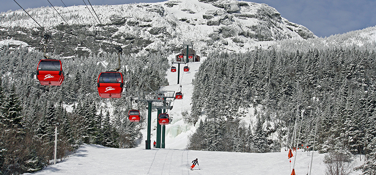 Skiing-at-Stowe-Mountain-Resort-in-Vermont