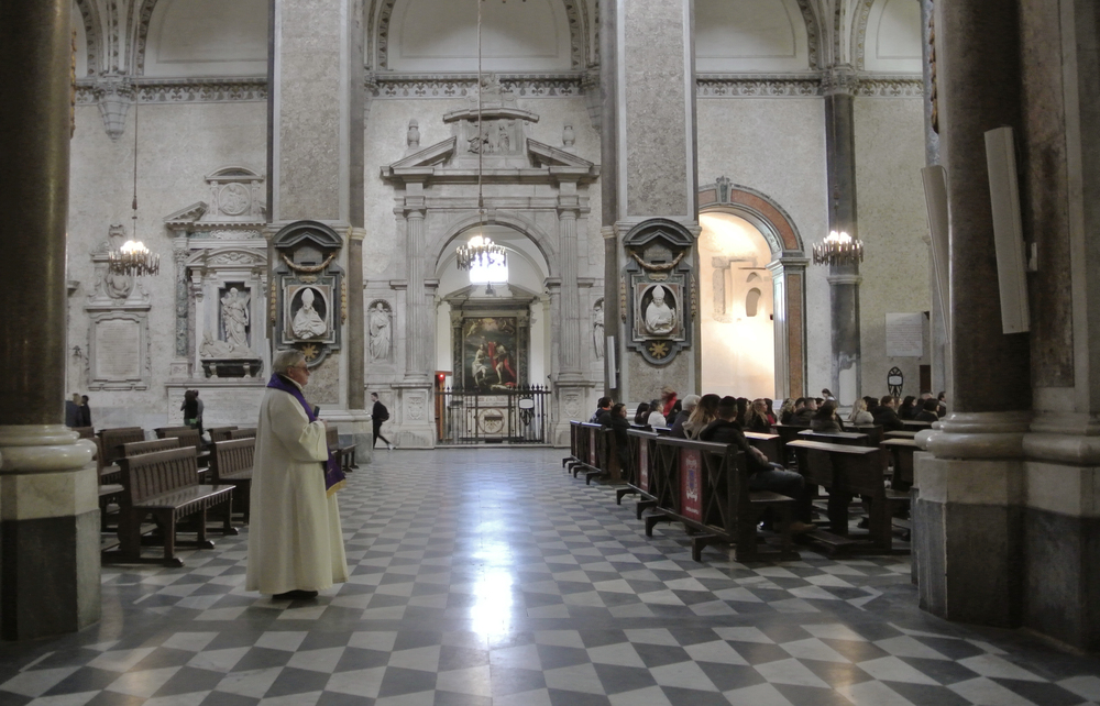 Napoli Duomo / Priest