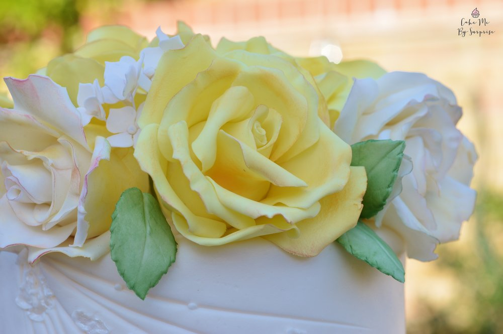 Realistic sugar roses wedding cake
