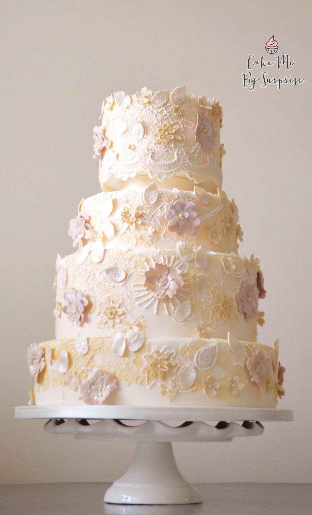 Ivory lace embellish wedding cake