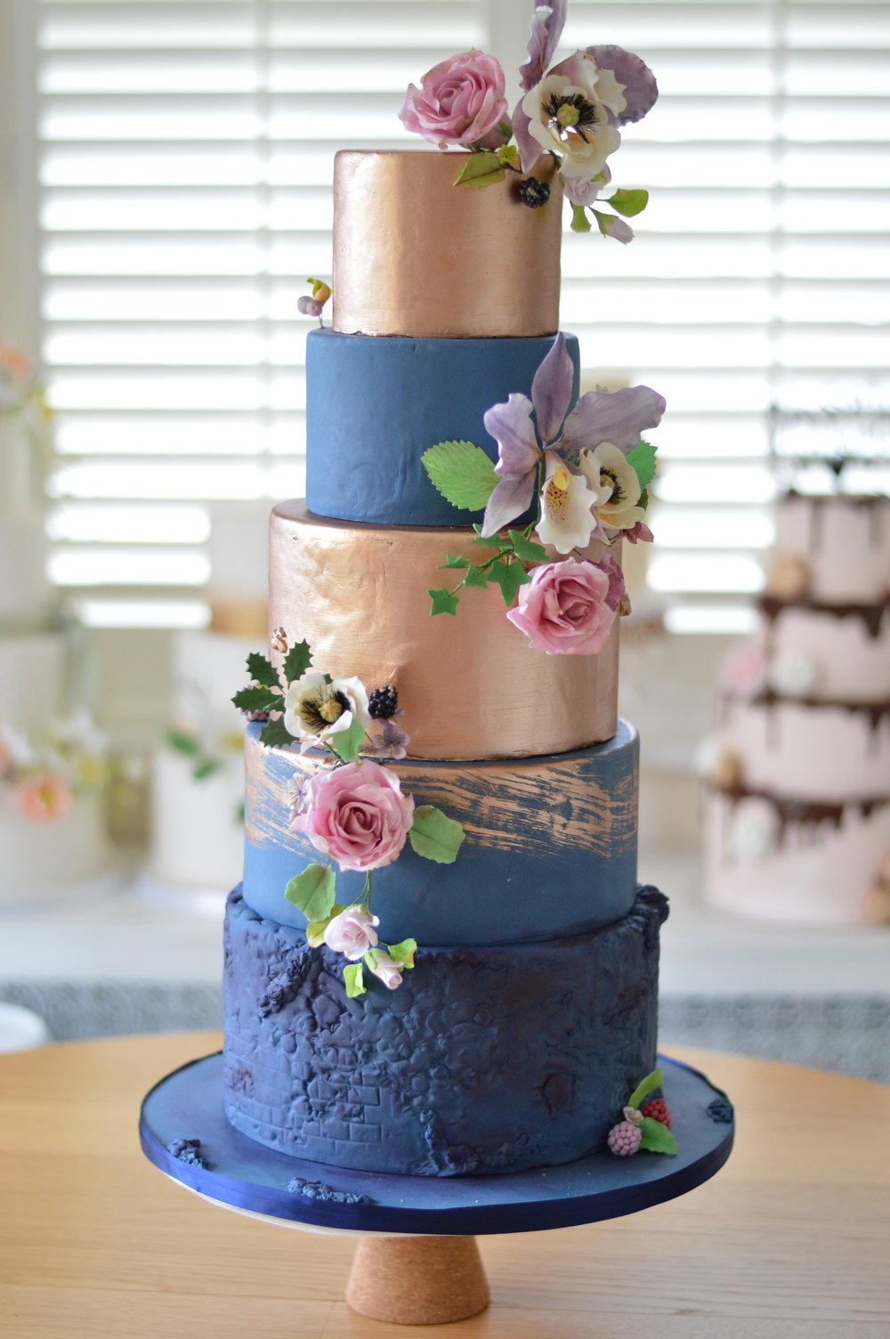 The secret garden wedding cake