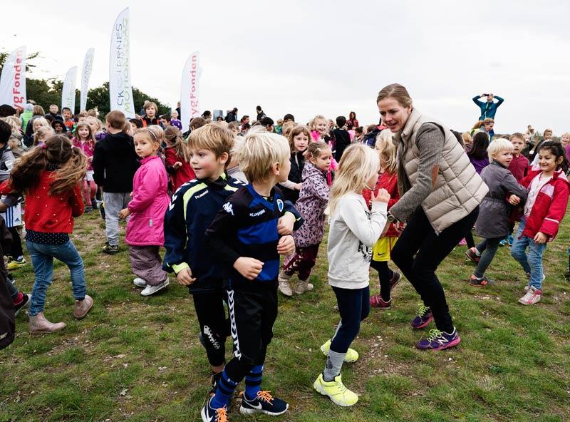 Skolernes minister, Ellen Trane Nørby, deltog bl.a. i opvarmningsdansen til Skolernes Motionsdag 2015. Dansen var populær landet over og oprindeligt indspillet sammen med elever på Vibeskolen, afd. Aunslev,