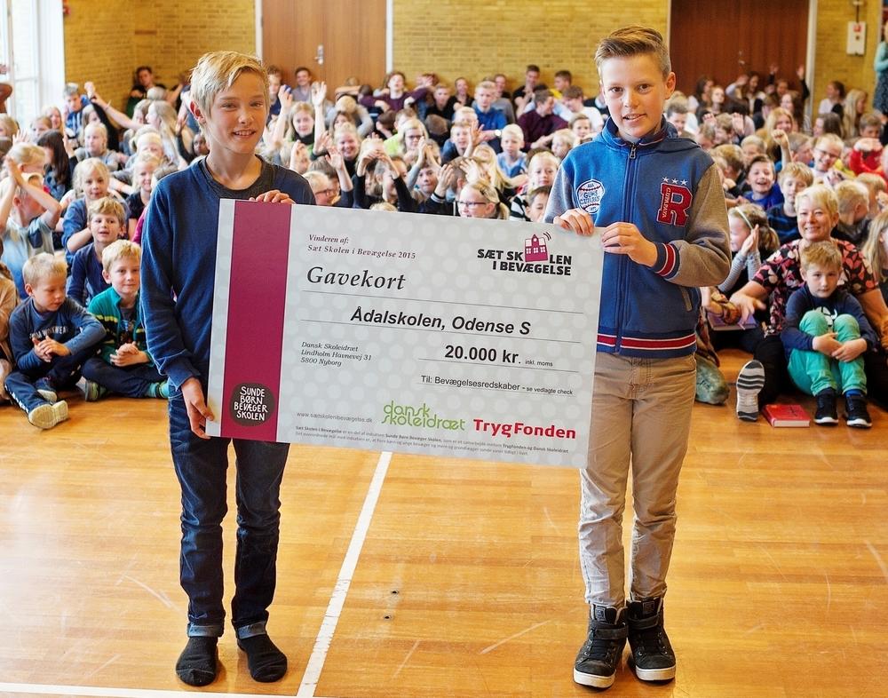 Ådalskolen i Odense blev årets vinder i lodtrækningen om hovedpræmien - et gavekort på 20.000 kr. til bevægelsesredskaber. Skolens elever kom helt op på 70 minutters bevægelse i fagene hver eneste dag.