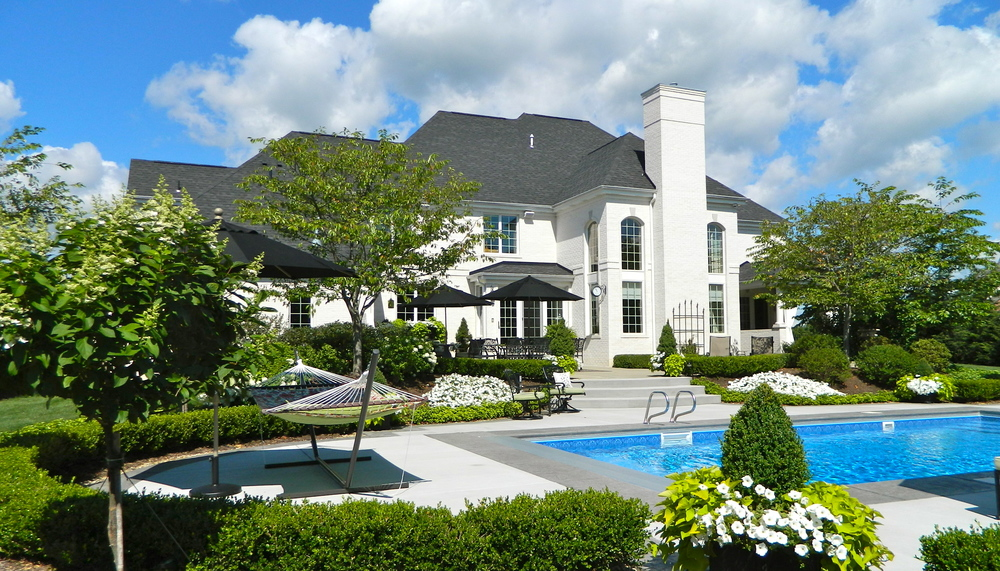 POOLSIDE LIVING IN MARS, PA >>