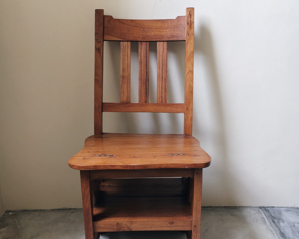 D01 Library Chair