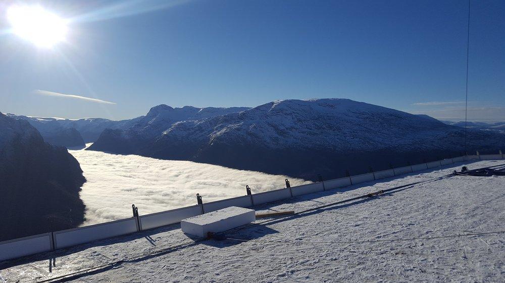 Bomull påNordfjorden. Utsikt frå takterrassen.