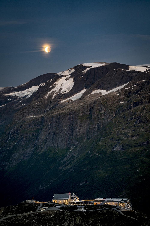 Utsikta frå stien mot Skredfjellet. Foto: Lars Korvald/Loen Skylift