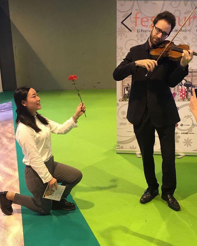 DE FESTITUR A @inverfest  Alberto Nieto ha actuado hoy en @fiturmadrid demostrando sus cualidades como violinista solista, sorprendiendo por su categoría a todo el público que ha estado hoy en #Fitur  Como representante del Festival de #Invierno de Madrid inverfest que se desarrollará hasta el próximo 4 de febrero su actuación ha servido para dar a conocer al público madrileño una de las propuestas culturales más interesantes del año en la capital.  #INVERFEST2018 #FESTITUR2018
