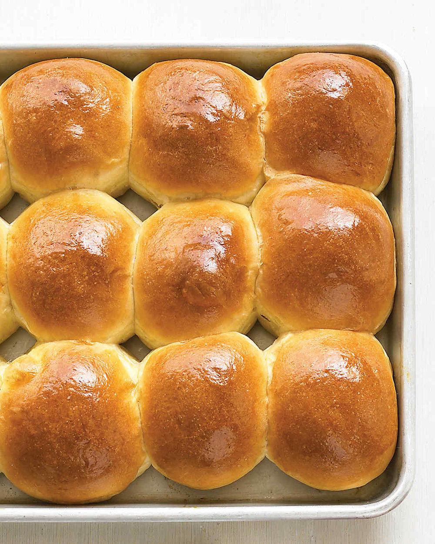 dinner-rolls-d104257_vert.jpg