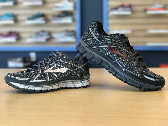 The @brooksrunning Adrenaline GTS 17 is now available with a sweet new look! Whaddya think?! #futuretrack #brooks #adrenalinegts17 #brooksadrenaline #runhappy