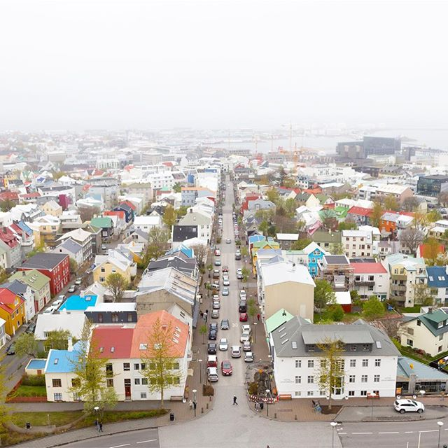 Reykjavik.05 . . . . . . . . #hallgrímskirkja #hallgrimskirkjachurch #reykjavik #iceland #icelandtravel #icelandair #church #churchtower #birdseyeview #aerial #aerialphotography #fog #skyline #rooftops #mystopover