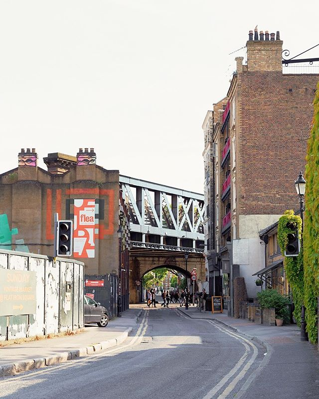 London.01 . . . . . . . . . #london #uk #unitedkingdom #england #travel #bouroughmarket #southlondon #waterloo #southwark #backroads #neighborhood #zone1 #fleamarket #building #bridge #signage #bricksignage #graffiti #landscapephotography #landscape #environmentallandscape
