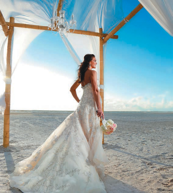 Jen and Dan Cahill were married on beautiful Marcos Island. Photography by Gulfside Media
