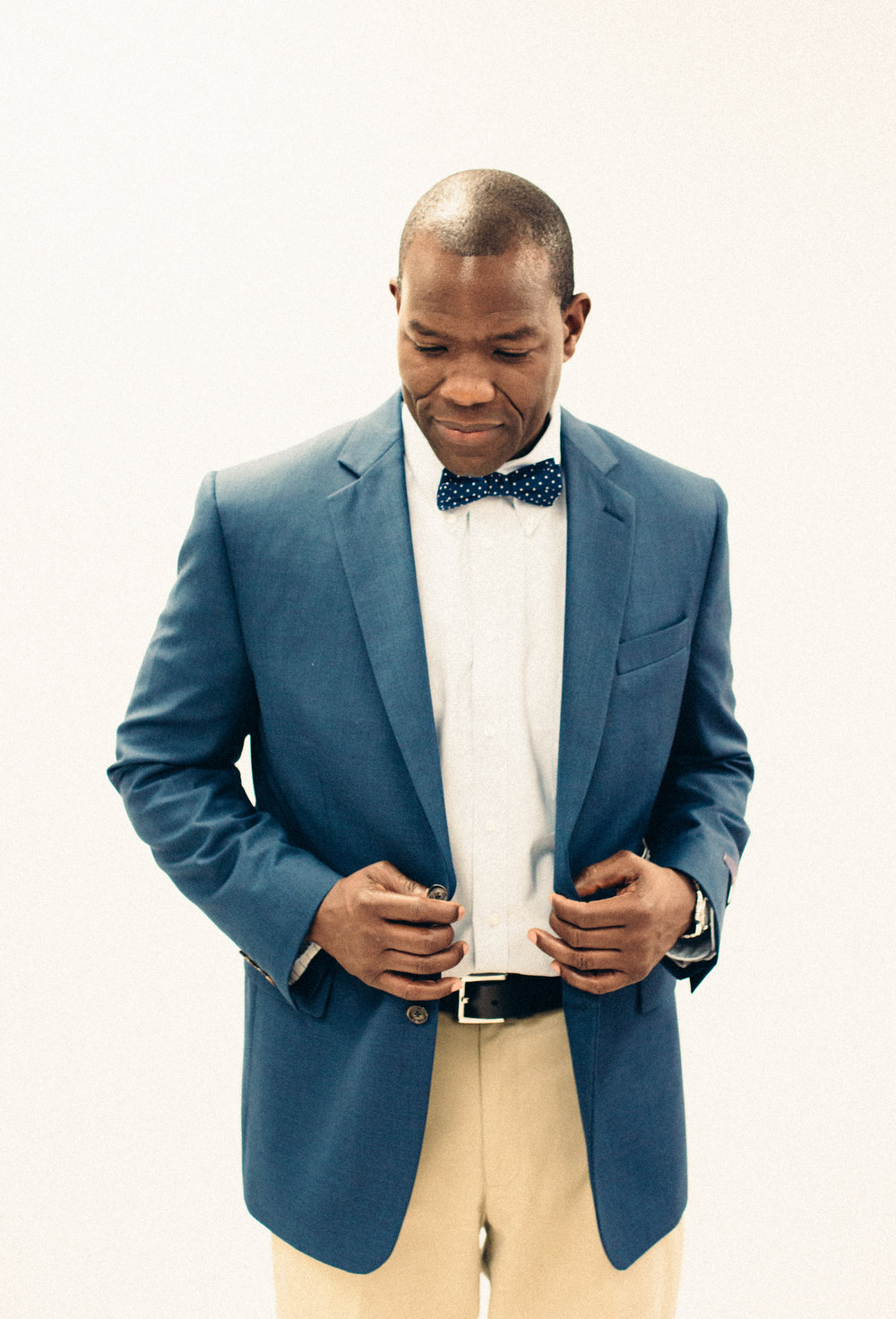 Anthony Anderson (JC Penney at Stones River Mall): Connection by Michael Strahan sport jacket, Stafford shirt, Dockers chino slacks, and Stafford bow tie