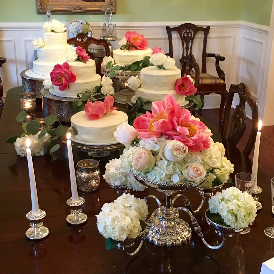 The soft blush of hydrangeas combines with soft roses and bright peonies. Floral Design for the Sophisticated Bride. Lori Sain Smith Daffodilly Design www.daffodillydesign.com