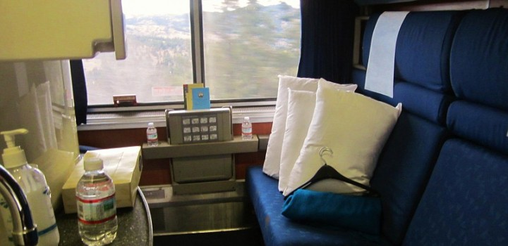 """Amtrak Sleeping Car """"Bedroom"""" on the upper level of a """"Superliner"""". Photo by Ralf Meier"""