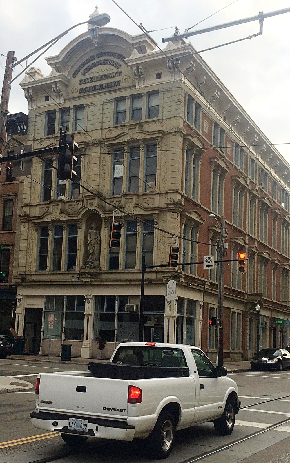 "A building with the inscription ""Deutsche Gegenseitige Versicherungs Gesellschaft von Cincinnati"" meaning ""German Re-Insurance Company of Cincinnati"" (Photo by B. Wing)"