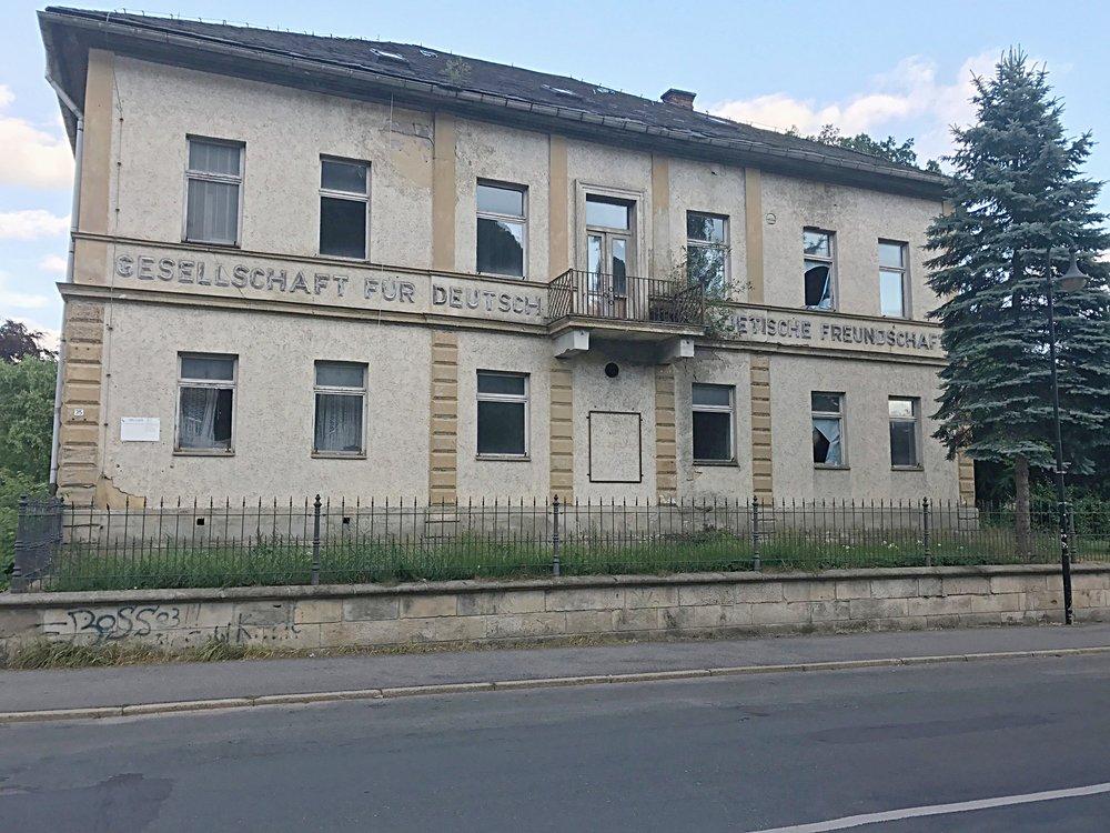 "The only dilapidated building we did see in Sonneberg. How ironically appropriate: ""Gesellschaft für Deutsch Sowjetische Freundschaft"", the ""Association of German Soviet Friendship"""