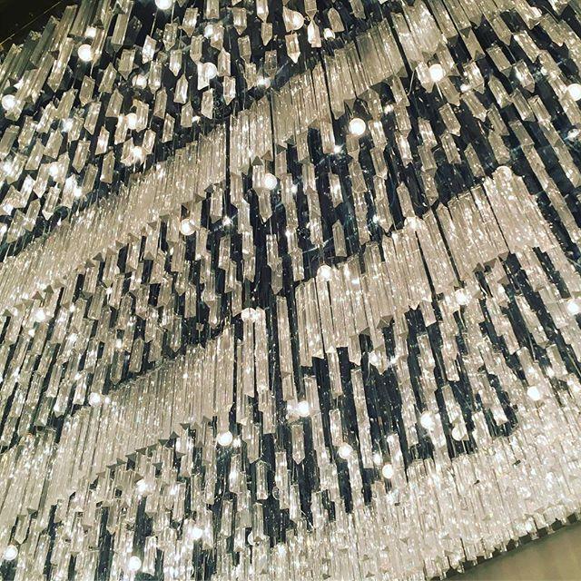 #crystal #sky #chandelier #magic #show #magician #vegasbaby #lasvegas #strip #architecture #light #lights