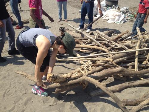 Octubre 2013. Limpiando la playa Chalchiuecan
