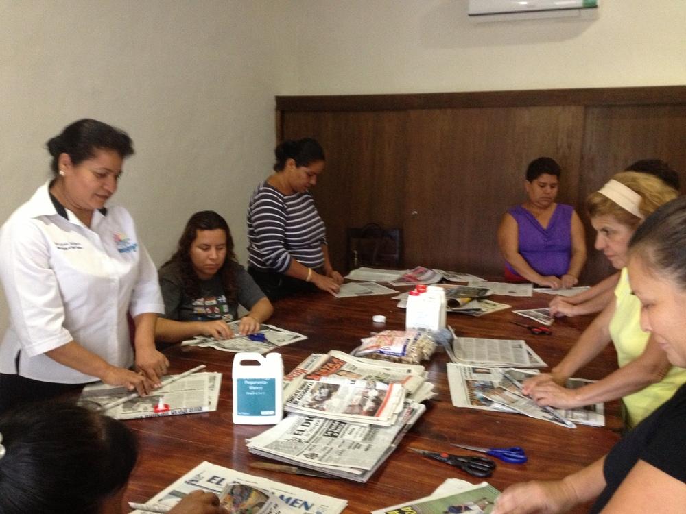 Artesanía en papel periódico