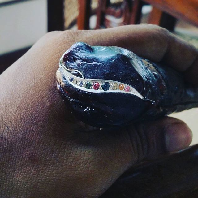 Doing the gem setting on a silver earring mounted with wax.. #gemsetting #jewellerymaking #handcrafted #gems #ratnapura