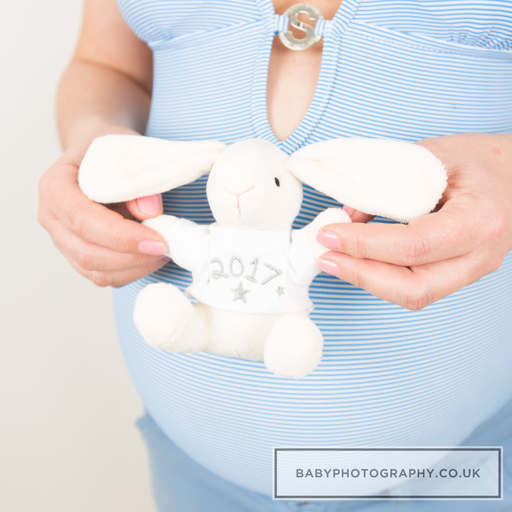 Maternity-toy-photoshoot-Sevenoaks.jpg